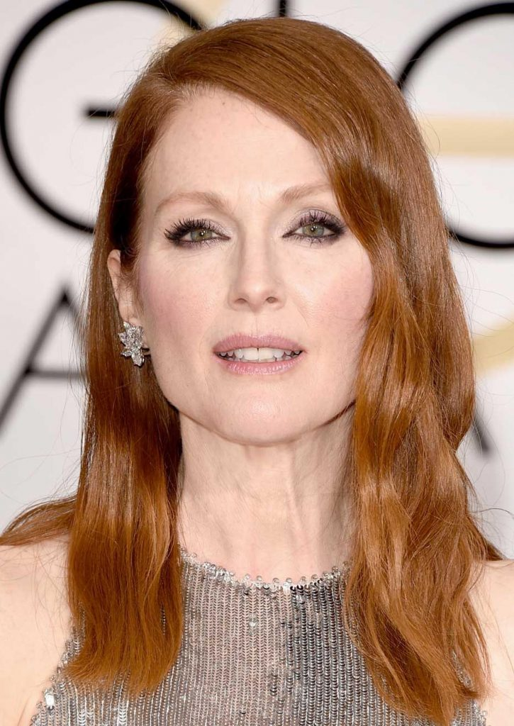Julianne-Moore_kizil-sac