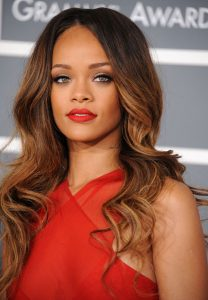 Rihanna kızıl saç