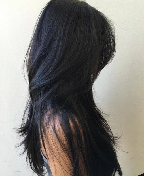 Düz saçlar için katmanlı kesim saç modeli nasıldır