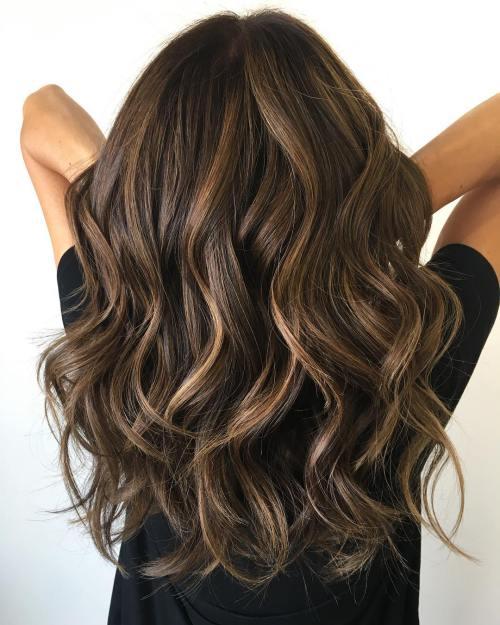 Klasik katmanlı kadın saçı modeli nasıldır