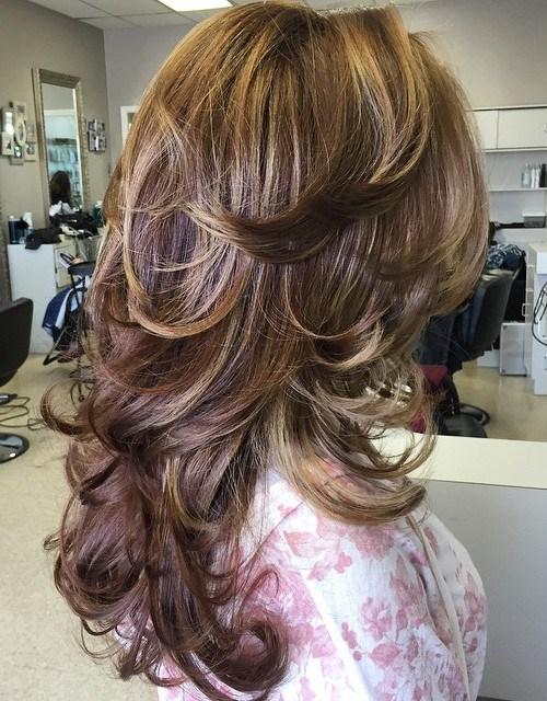 Yoğun katmanlı kadın saçı modeli nasıldır