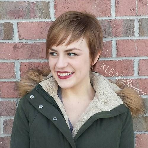 Düz Pixie Kesim Saç Modeli