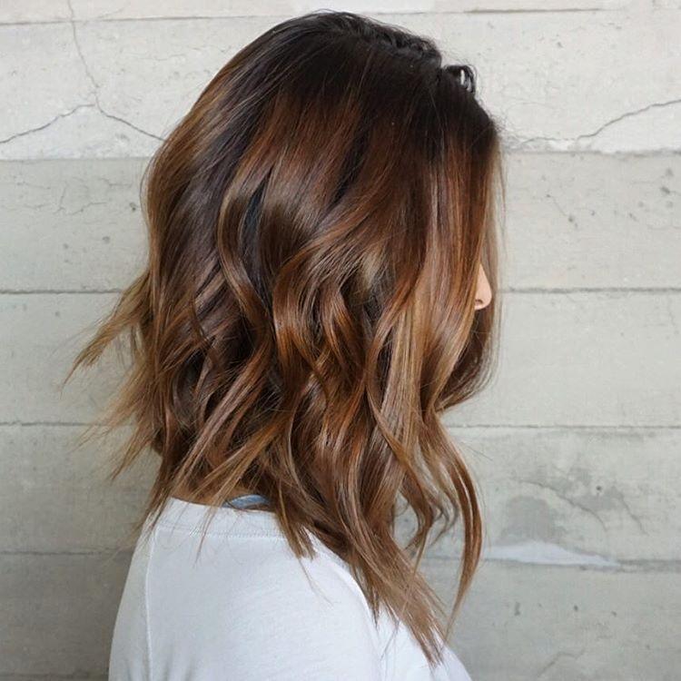 Dalgalı ve Katmanlı Lob Kesim Saç Modeli