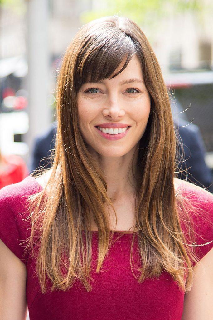 Kavisli Kıvrımlı Saç Modeli