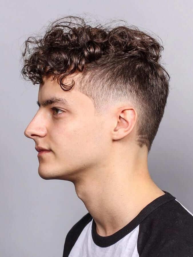 Bukleleri Belirgin Erkek Kıvırcık Saç Modeli Örneği
