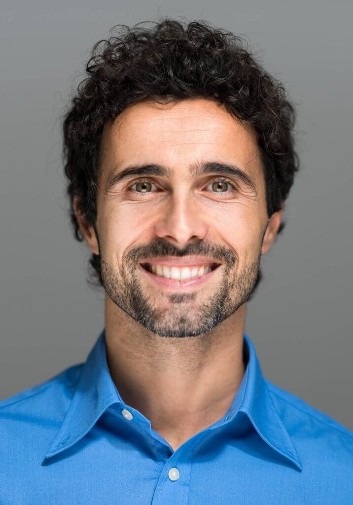 Profesyonel Görünümlü Erkek Kıvırcık Saç Modeli Nasıldır