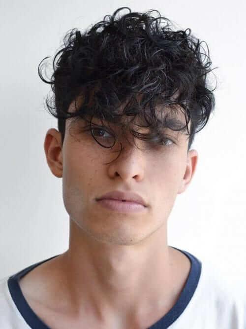 Dağınık Bukleli Erkek Kıvırcık Saç Model Örneği