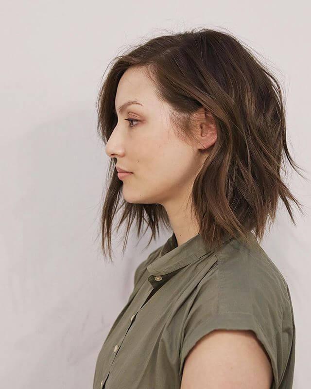 Doğal Görünümlü Kahverengi Küt Saç Modeli Örneği