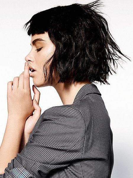 Kısa Dalgalı Siyah Bob Saç Modelleri