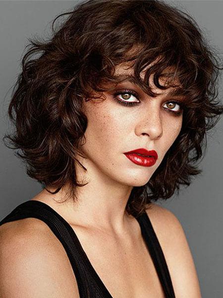 Kıvırcık Saçlar İçin Katmanlı Saç Modelleri Nasıldır