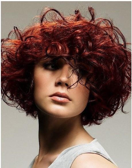 Kıvırcık Kısa Kızıl Saç Modeli