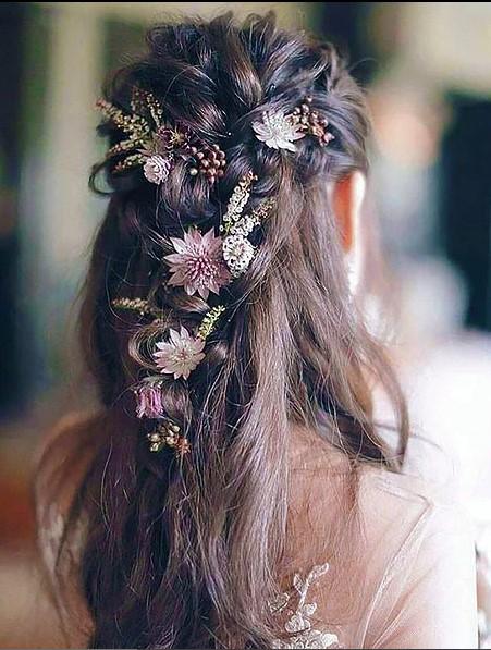 Çiçek Süslemeli Gelin Saçı Modelleri