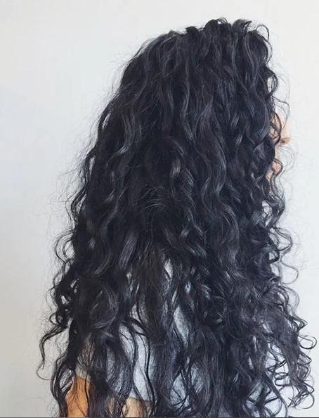 Kıvırcık Siyah Saç Modeli
