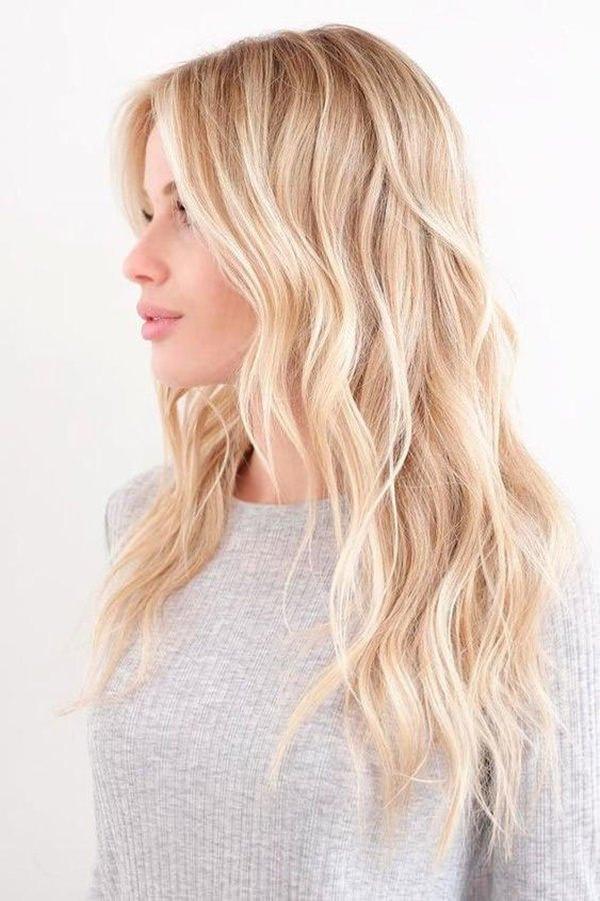 Parıltılı Tonlarda Platin Sarı Saç Modeli